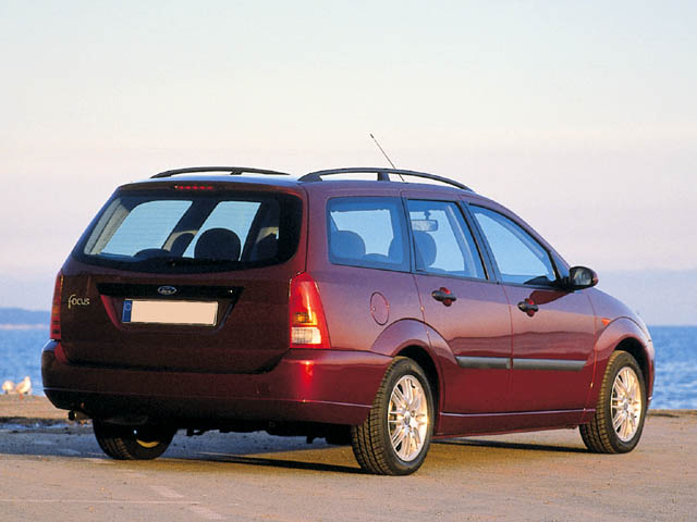 ford focus station wagon 2001 review