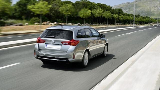 Toyota Auris Ts 1 8 Hybrid Active In Commercio Da 4 2014 A 8 2015
