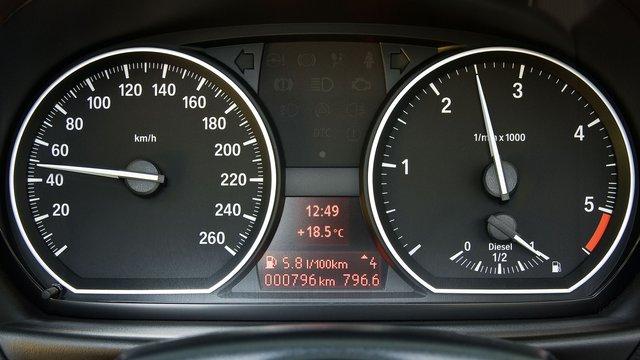 BMW Serie 1       (E87)
