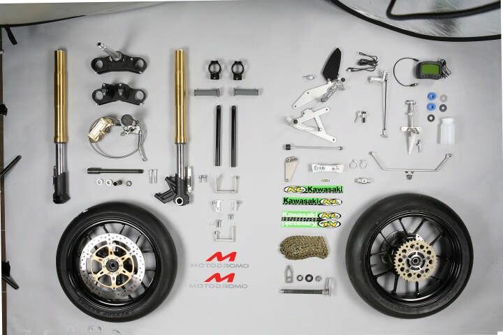 Tre moto in una